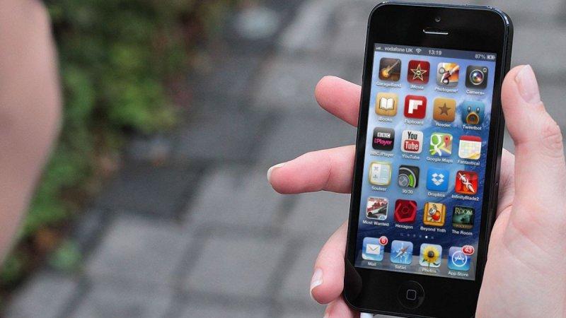 Найден способ взломать любую игру на iPhone и iPad с iOS 9 ...: http://igamesworld.ru/novosti-tehnologiy/novosti-it-sfery/976-nayden-sposob-vzlomat-lyubuyu-igru-na-iphone-i-ipad-s-ios-9-bez-dzheylbreyka.html