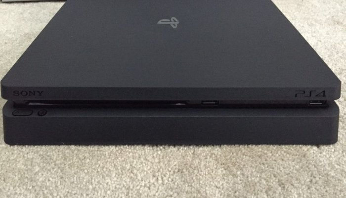Playstation 4 slim ����